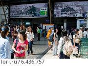 Bangkok, Thailand, travelers in Hua Lamphong Station (2009 год). Редакционное фото, агентство Caro Photoagency / Фотобанк Лори