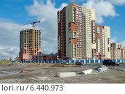 Купить «Красивые новые жилые многоэтажные дома. Стройка. Калининград», эксклюзивное фото № 6440973, снято 22 сентября 2014 г. (c) Svet / Фотобанк Лори