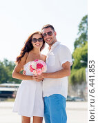 Купить «smiling couple in city», фото № 6441853, снято 23 июля 2014 г. (c) Syda Productions / Фотобанк Лори