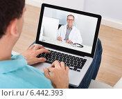 Купить «Man Having Video Chat With Doctor», фото № 6442393, снято 22 марта 2014 г. (c) Андрей Попов / Фотобанк Лори