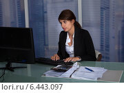 Businesswoman Working Late, фото № 6443097, снято 18 мая 2014 г. (c) Андрей Попов / Фотобанк Лори