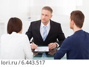 Купить «Couple Consulting Financial Advisor», фото № 6443517, снято 30 марта 2014 г. (c) Андрей Попов / Фотобанк Лори