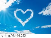Купить «Heart Shaped Cloud In Blue Sky», фото № 6444053, снято 14 июня 2014 г. (c) Андрей Попов / Фотобанк Лори