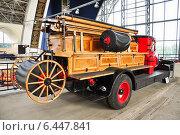 Купить «Пожарный автомобиль АМО-4 на ВДНХ», эксклюзивное фото № 6447841, снято 12 августа 2014 г. (c) Алёшина Оксана / Фотобанк Лори