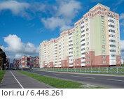 Купить «Современный жилой многоэтажный дом», эксклюзивное фото № 6448261, снято 22 сентября 2014 г. (c) Svet / Фотобанк Лори