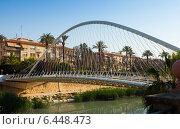 Footbridge over Segura river called Puente de Vistabella (2014 год). Редакционное фото, фотограф Яков Филимонов / Фотобанк Лори