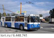 Купить «Троллейбус ЗиУ-682Г на маршруте № 95 выезжает на улицу Нижняя Масловка», эксклюзивное фото № 6448741, снято 11 августа 2012 г. (c) Дмитрий Абушкин / Фотобанк Лори