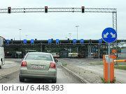 Купить «На финской границе. Автомобильный пропускной пункт», фото № 6448993, снято 10 июня 2014 г. (c) Анна Сапрыкина / Фотобанк Лори