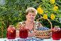 Пожилая женщина со сливовым компотом в саду, фото № 6451553, снято 6 августа 2014 г. (c) Володина Ольга / Фотобанк Лори