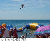 Купить «Пляжные забавы. Свободный полёт», фото № 6453781, снято 19 июня 2013 г. (c) Ельцов Владимир / Фотобанк Лори