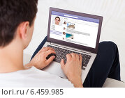 Купить «Man Using Social Networking Site On Laptop At Home», фото № 6459985, снято 10 апреля 2014 г. (c) Андрей Попов / Фотобанк Лори