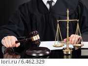 Купить «Judge With Mallet And Weight Scale At Desk», фото № 6462329, снято 20 апреля 2014 г. (c) Андрей Попов / Фотобанк Лори