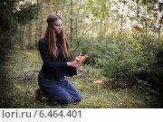 Купить «beautiful witch holding a mushroom», фото № 6464401, снято 11 сентября 2014 г. (c) Майя Крученкова / Фотобанк Лори