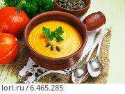 Купить «Суп из тыквы в ковше», фото № 6465285, снято 30 сентября 2014 г. (c) Надежда Мишкова / Фотобанк Лори