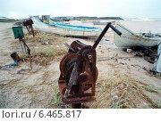 Купить «Rusted crank for the boat line, Mangalia, Romania», фото № 6465817, снято 21 сентября 2005 г. (c) Caro Photoagency / Фотобанк Лори