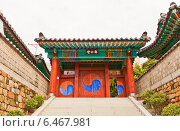 Купить «Алтарь Jeonggongdan (1776 г.), мемориал в честь корейского генерала Чон Баля, героя обороны Пусана от японских захватчиков (Имдинская война 1592-1598 гг.). Пусан, Южная Корея», фото № 6467981, снято 25 сентября 2014 г. (c) Иван Марчук / Фотобанк Лори