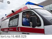 Купить «Врач скорой помощи едет на вызов», фото № 6468029, снято 29 сентября 2014 г. (c) Victoria Demidova / Фотобанк Лори