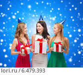 Купить «smiling women in party caps with gift boxes», фото № 6479393, снято 20 октября 2013 г. (c) Syda Productions / Фотобанк Лори