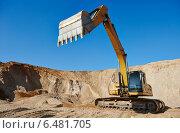 Купить «excavator loader at earthmoving works», фото № 6481705, снято 18 сентября 2014 г. (c) Дмитрий Калиновский / Фотобанк Лори