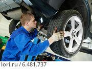 Купить «auto mechanic at car brake shoes eximining», фото № 6481737, снято 16 сентября 2014 г. (c) Дмитрий Калиновский / Фотобанк Лори