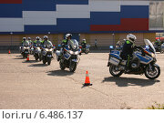 Репетиция выступления мотоциклетной пилотажной группы ГИБДД (2014 год). Редакционное фото, фотограф Lana / Фотобанк Лори