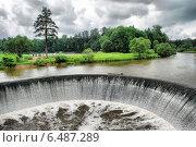 Купить «Плотина местной ГЭС в селе Ярополец Волоколамского района Московской области», эксклюзивное фото № 6487289, снято 13 июня 2010 г. (c) lana1501 / Фотобанк Лори