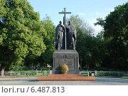 Купить «Памятник Кириллу и Мефодию на Славянской площади в Москве», эксклюзивное фото № 6487813, снято 13 июня 2010 г. (c) lana1501 / Фотобанк Лори