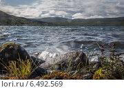 Прибой на горном озере в Хибинах. Редакционное фото, фотограф Устименко Антон / Фотобанк Лори