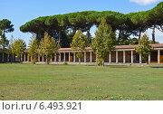 Вид на галерею Large Palaestra в древних Помпеях (2013 год). Стоковое фото, фотограф Bohumil Prazsky / Фотобанк Лори
