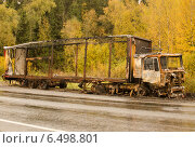 Сгоревший грузовик стоит на обочине дороги. Стоковое фото, фотограф Соколов Дмитрий / Фотобанк Лори