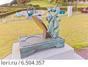 Купить «Экваториальные солнечные часы Hyeonji-Ilgu в Научном парке на территории замка Тоннэ в Пусане, Южная Корея. Парк создан в честь Jang Yeong-sil, корейского ученого и астронома XIV в.», фото № 6504357, снято 25 сентября 2014 г. (c) Иван Марчук / Фотобанк Лори
