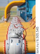 Оборудование компрессорной станции.Краны на трубах. Стоковое фото, фотограф Эдуард Данилов / Фотобанк Лори