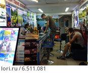 Купить «Туристическое агентство в Сайгоне. Вьетнам», фото № 6511081, снято 4 июля 2014 г. (c) Александр Подшивалов / Фотобанк Лори