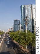Купить «Китай. Вид одного из проспектов в центре Пекина», фото № 6517005, снято 9 сентября 2014 г. (c) Rokhin Valery / Фотобанк Лори