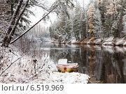Купить «Первый снег на таежной реке», фото № 6519969, снято 7 октября 2014 г. (c) Владимир Мельников / Фотобанк Лори