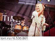 Купить «Выступление Пелагеи на фестивале Summertime-2009 в Санкт-Петербурге», эксклюзивное фото № 6530861, снято 3 июля 2009 г. (c) Ольга Визави / Фотобанк Лори