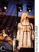 Купить «Выступление Пелагеи на фестивале Summertime-2009 в Санкт-Петербурге», эксклюзивное фото № 6530869, снято 3 июля 2009 г. (c) Ольга Визави / Фотобанк Лори