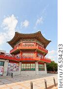 Купить «Здание музея Музыкальных Инструментов Мира возле Пусанской башни в парке Yongdusan в Пусане, Южная Корея», фото № 6534213, снято 25 сентября 2014 г. (c) Иван Марчук / Фотобанк Лори