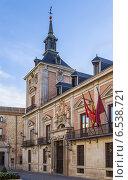Купить «Плаза-де-ла Вилла, Мадрид», фото № 6538721, снято 7 октября 2014 г. (c) Boris Breytman / Фотобанк Лори
