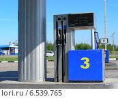Купить «Автоматы на автозаправке на Варшавском шоссе, Калужская область», эксклюзивное фото № 6539765, снято 19 июля 2009 г. (c) lana1501 / Фотобанк Лори