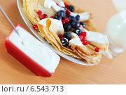 Купить «breakfast. Sweet pancakes with berries», фото № 6543713, снято 8 декабря 2012 г. (c) Яков Филимонов / Фотобанк Лори