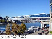 """Торгово-пешеходный мост """"Багратион"""" (2014 год). Редакционное фото, фотограф Александр Замараев / Фотобанк Лори"""