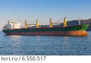 Купить «Балкер. Большой грузовой корабль плывет по Черному морю», фото № 6550517, снято 30 сентября 2014 г. (c) EugeneSergeev / Фотобанк Лори