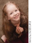 Радостная девочка. Стоковое фото, фотограф Анна Алексеенко / Фотобанк Лори