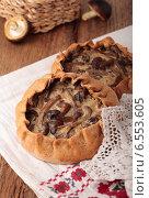 Купить «Ржаные пироги с начинкой из грибов и лука», фото № 6553605, снято 28 сентября 2014 г. (c) Наталья Евстигнеева / Фотобанк Лори