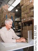 Купить «Concentrated warehouse manager using laptop», фото № 6557485, снято 10 мая 2014 г. (c) Wavebreak Media / Фотобанк Лори