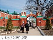 Купить «Святые ворота в Свято-Троицком монастыре в Рязани», эксклюзивное фото № 6561309, снято 23 апреля 2010 г. (c) lana1501 / Фотобанк Лори