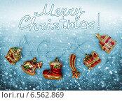 Купить «Рождественская открытка с елочными игрушками», фото № 6562869, снято 2 января 2014 г. (c) ElenArt / Фотобанк Лори