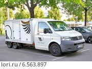Купить «Volkswagen Transporter», фото № 6563897, снято 20 июля 2014 г. (c) Art Konovalov / Фотобанк Лори