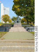 Купить «Памятник А.С.Пушкину. Минск, Беларусь», фото № 6565885, снято 9 октября 2014 г. (c) Ирина Балина / Фотобанк Лори